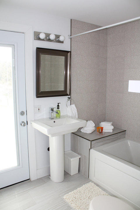 The Orchard Suite Escarpment View Bathroom